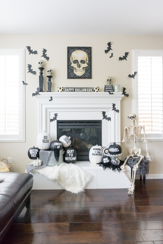 Black and white halloween mantle decor treehouse threads for Decoration interieur halloween